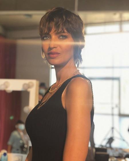 Todos los looks de verano de Sara Carbonero y cómo adaptarlos para llevarlos en entretiempo