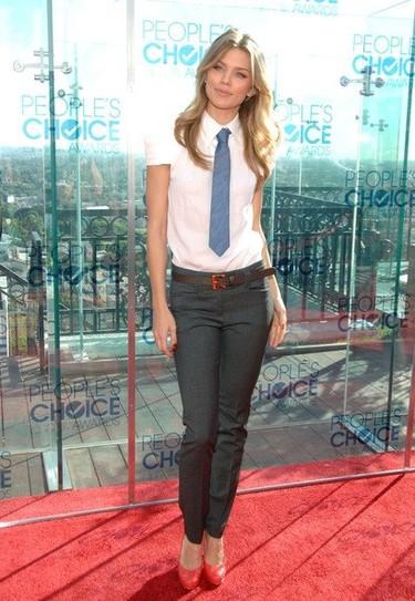 Algunos looks en las nominaciones de los People's Choice Awards 2011