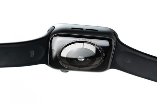 La medición de azúcar en sangre es el santo grial de los smartwatches: así está la carrera de Samsung y Apple contra la diabetes