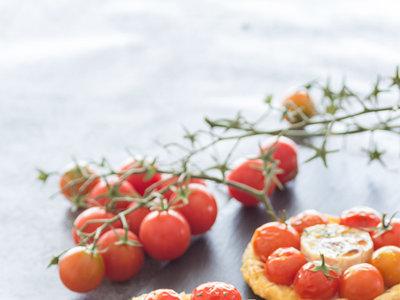 Receta de tartaletas de cherry, queso de cabra y sirope de arce ¡Adiós verano, hola otoño!