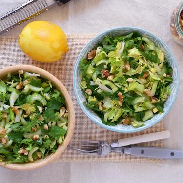 Ensalada de apio y perejil con frutos secos: receta vegana ligera, saludable y refrescante