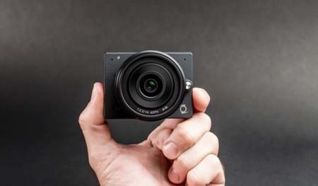 E1, la cámara más pequeña del mundo que graba en 4K y tiene lentes intercambiables