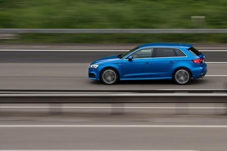 La industria automotriz alemana se niega a que impongan límites de velocidad en las Autobahn