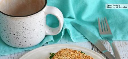 Atún empanizado en ajonjolí con ensalada de quinoa y mango. Receta saludable