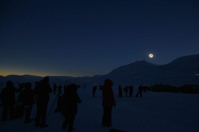 El Eclipse Visto Desde Svalbard Noruega Image 380