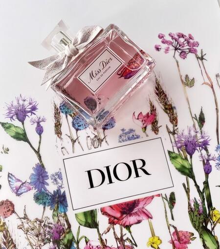 Este otoño el perfume Miss Dior se reinventa cargado de flores y con el toque más exclusivo de la alta costura