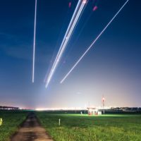 La belleza del aterrizaje de los aviones: timelapse de cientos de vuelos yendo y viniendo en un aeropuerto