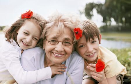Los abuelos que cuidan de sus nietos viven más