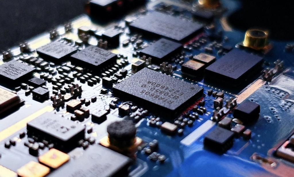 Desarrollan el primer procesador ternario del mundo: en vez de un sistema binario de 0 y 1 utiliza 0, 1 y 2