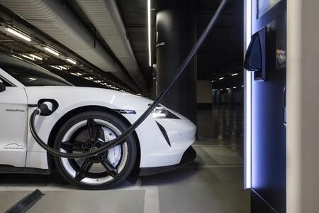 Porsche Taycan Cargando