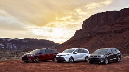 El enorme Toyota Sienna se vuelve un monovolumen híbrido de 246 CV y más moderno por fuera