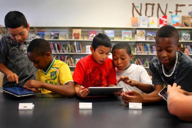 Niños con iPad
