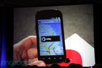 Eric Schmidt muestra un Nexus S con Android 2.3 Gingerbread en funcionamiento
