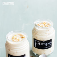 Yogurt helado con plátano y crema de cacahuate. Receta