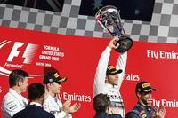 Lewis Hamilton pone la directa hacia el título