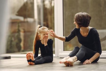 Ejercicios para hacer con niños en casa y mantenernos activos durante la cuarentena