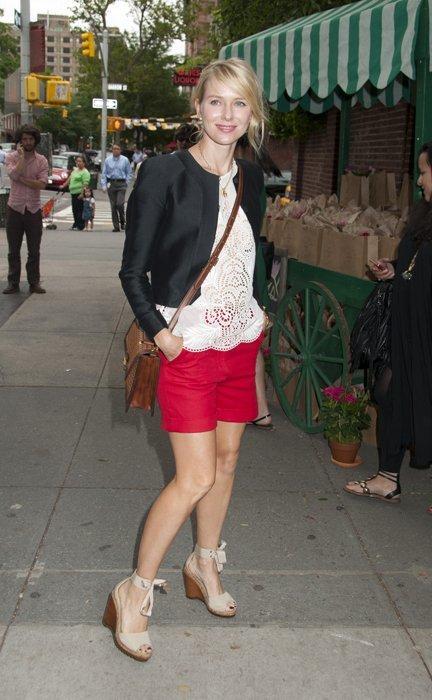 Blake Lively y Naomi Watts en NYC. ¿Con qué look te quedas?