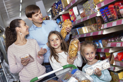 La OCU exige una regulación específica de la publicidad de alimentos infantiles como medida para luchar contra la obesidad