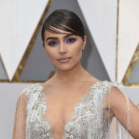 Oscars 2017: Olivia Culpo reinventa el efecto wet y las sombras violetas