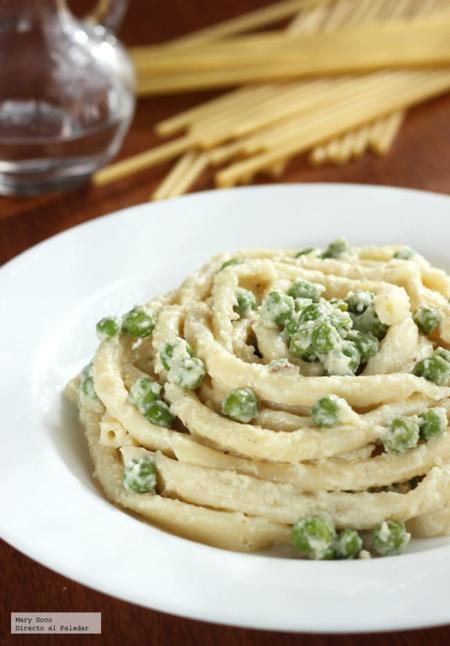 Bucatini con chícharos en salsa blanca de coliflor. Receta