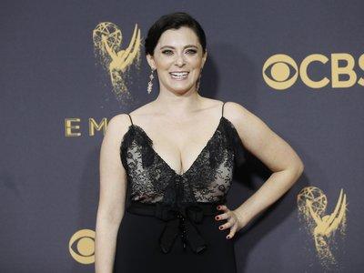 Rachel Bloom compró su vestido para los Emmy: como no tiene una talla 34 las firmas no quisieron vestirla