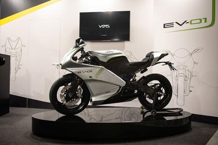 La Vins EV-01 es una moto eléctrica tan ligera que pesa hasta 79 kg menos que una Harley-Davidson LiveWire
