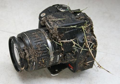 Foto de Una Canon EOS 350D que sobrevive a una caída de 900 metros (4/5)