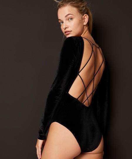 Oysho apuesta por la lencería más delicada y preciosa en negro para comenzar el año
