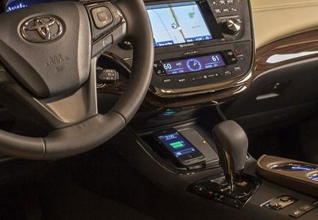 Toyota Avalon, el primer coche con recarga inalámbrica Qi... para tu móvil