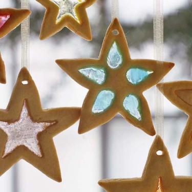 Galletas cristal para colgar en el árbol de Navidad. Receta sencilla