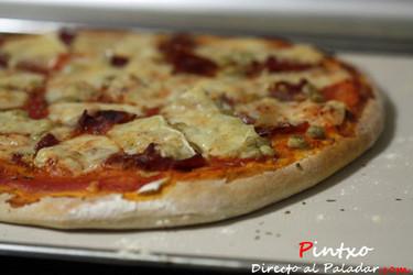 Receta de pizza a la piedra con ibérico, habitas e Idiazabal