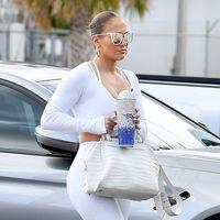 Jennifer López elige el brilli brilli para sus looks de gimnasio
