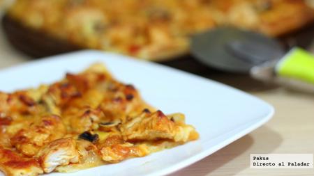 Pizza casera de pollo con salsa barbacoa y champiñones. Receta