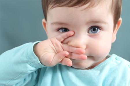 Qué hacer (y que no) si nuestro hijo se mete un objeto en la nariz