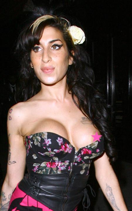 Amy Winehouse tetona