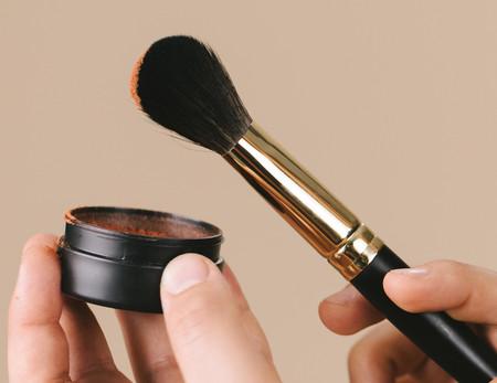 Veganas, hechas a mano y sostenibles: así es la nueva línea de brochas de maquillaje de Lush