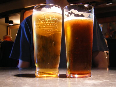 La música cambia el sabor del alcohol y por eso bebes tanto en el bar