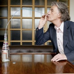 paul-smith-for-evian-agua-embotellada-con-mucha-clase