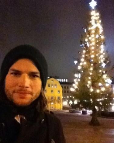 Ashton Kutcher soltero, libre, feliz...y como en la peli de 'Vacaciones en Roma'