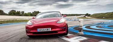 El Tesla Model 3 puede correr 45 minutos a 200 km/h sin morir ni quemar sus baterías, y este vídeo sin cortes lo prueba