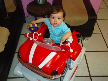 La foto de tu bebé: Nikolas y su coche nuevo