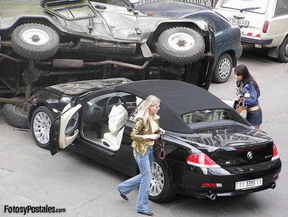 BMW Serie 6 Cabrio contra un todoterreno