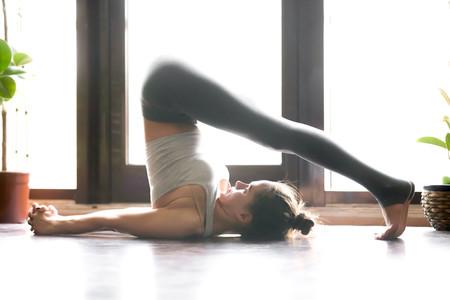 Halasana: las claves para realizar la postura del arado de Yoga de manera perfecta