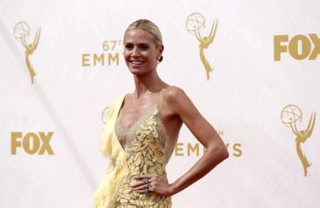 Heidi Klum, una ninfa vestida de Versace en los Premios Emmy 2015