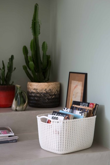 Cuatro ideas para organizar y decorar con una simple cesta