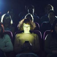 Salas de cine exclusivas para quienes quieran usar el móvil: ése es el próximo plan de AMC