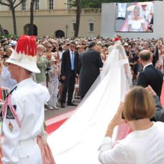 Foto 5 de 19 de la galería todas-las-imagenes-del-vestido-de-novia-de-charlene-wittstock-en-su-boda-con-alberto-de-monaco en Trendencias