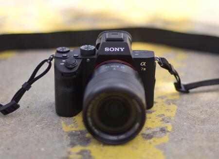 Sony A7 III, Panasonic Lumix G100, Nikon D780 y más cámaras, objetivos y accesorios en oferta en el Cazando Gangas
