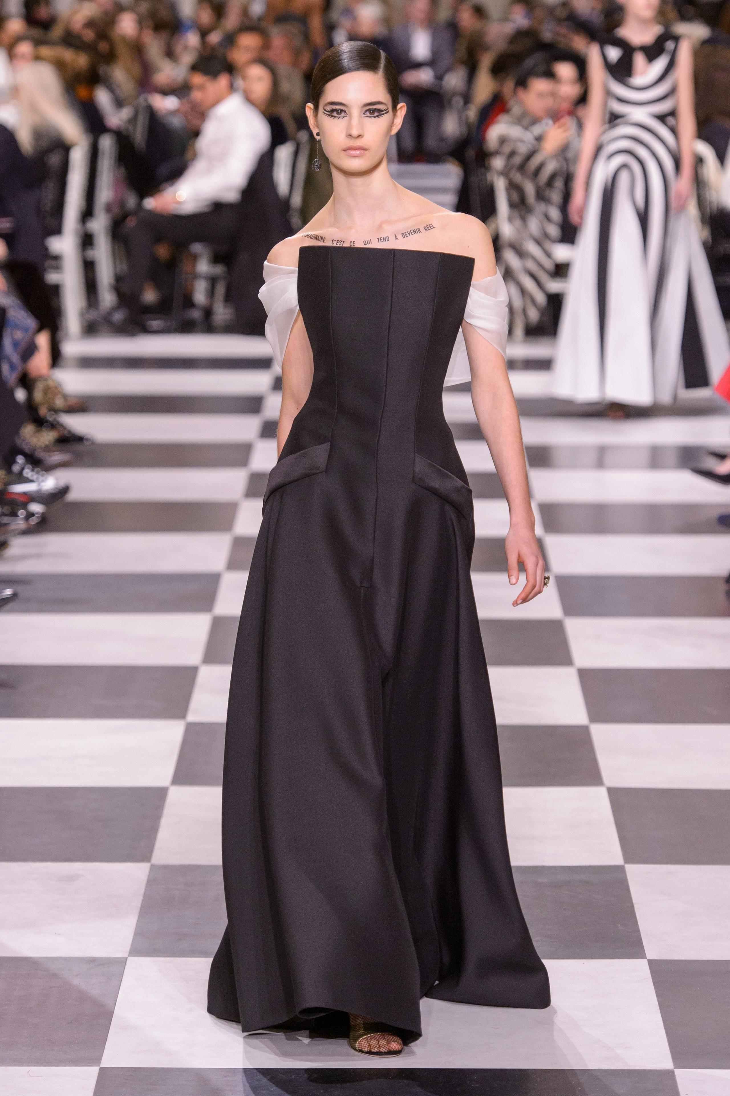 Foto de Dior Alta Costura: Maria Grazia Chiuri y su mágico desfile en blanco y negro Primavera-Verano 2018 (35/74)