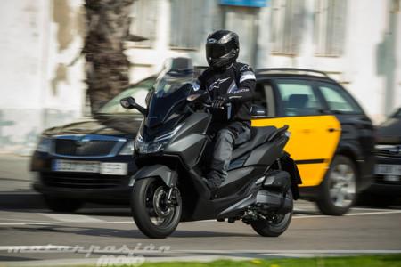 Honda Forza 125, prueba (conducción por carretera, valoración, ficha técnica y galería)